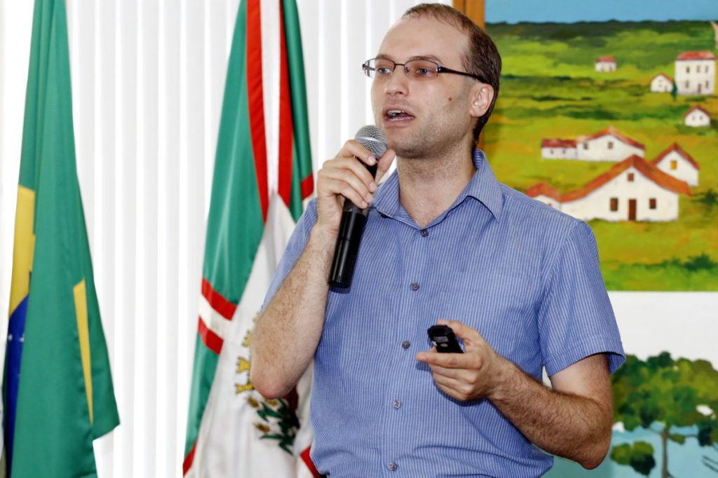 Secretário municipal de Saúde de Curitiba (César Monte Serrat Titton), que atendeu membros da APO, afirmou que o problema é pontual e que a situação deve ser resolvida nos próximos dias. (Crédito foto: Chico Camargo - CMC)
